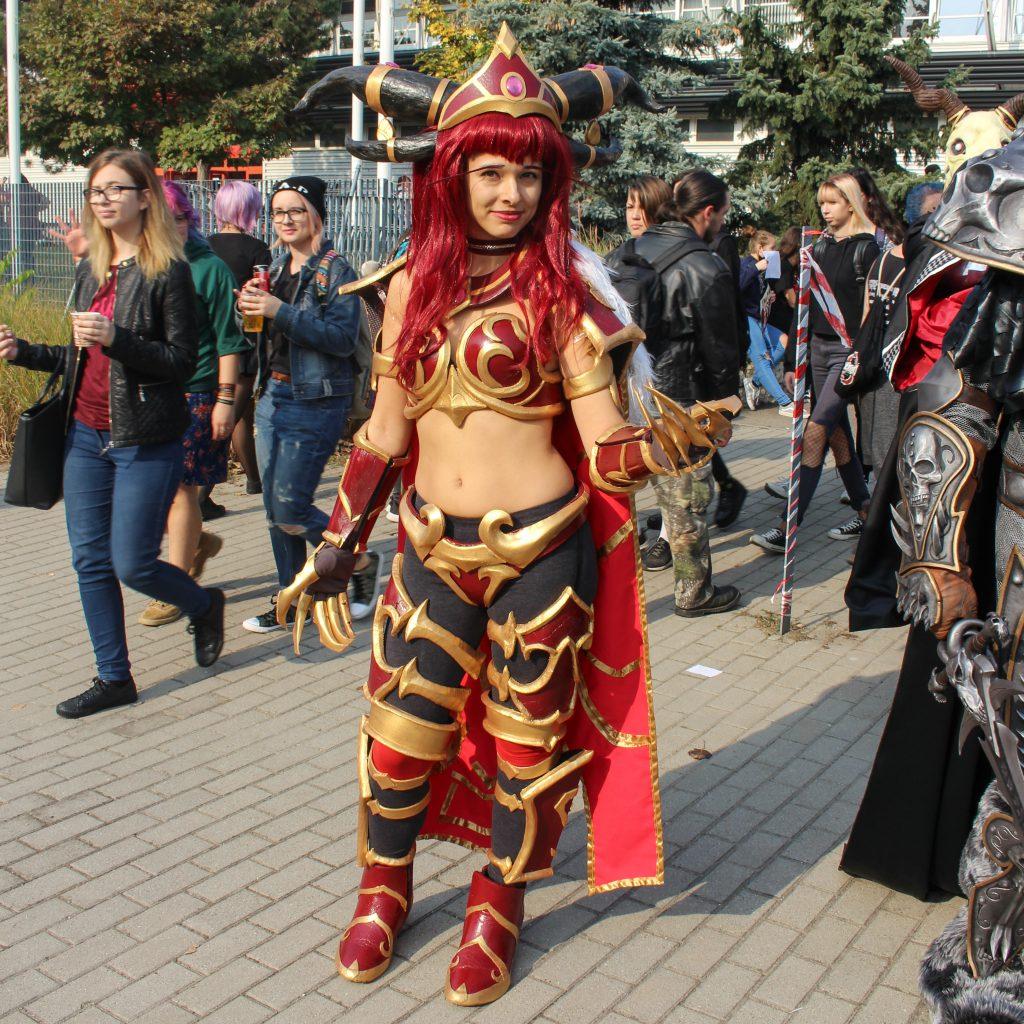 MondoCon cosplayer